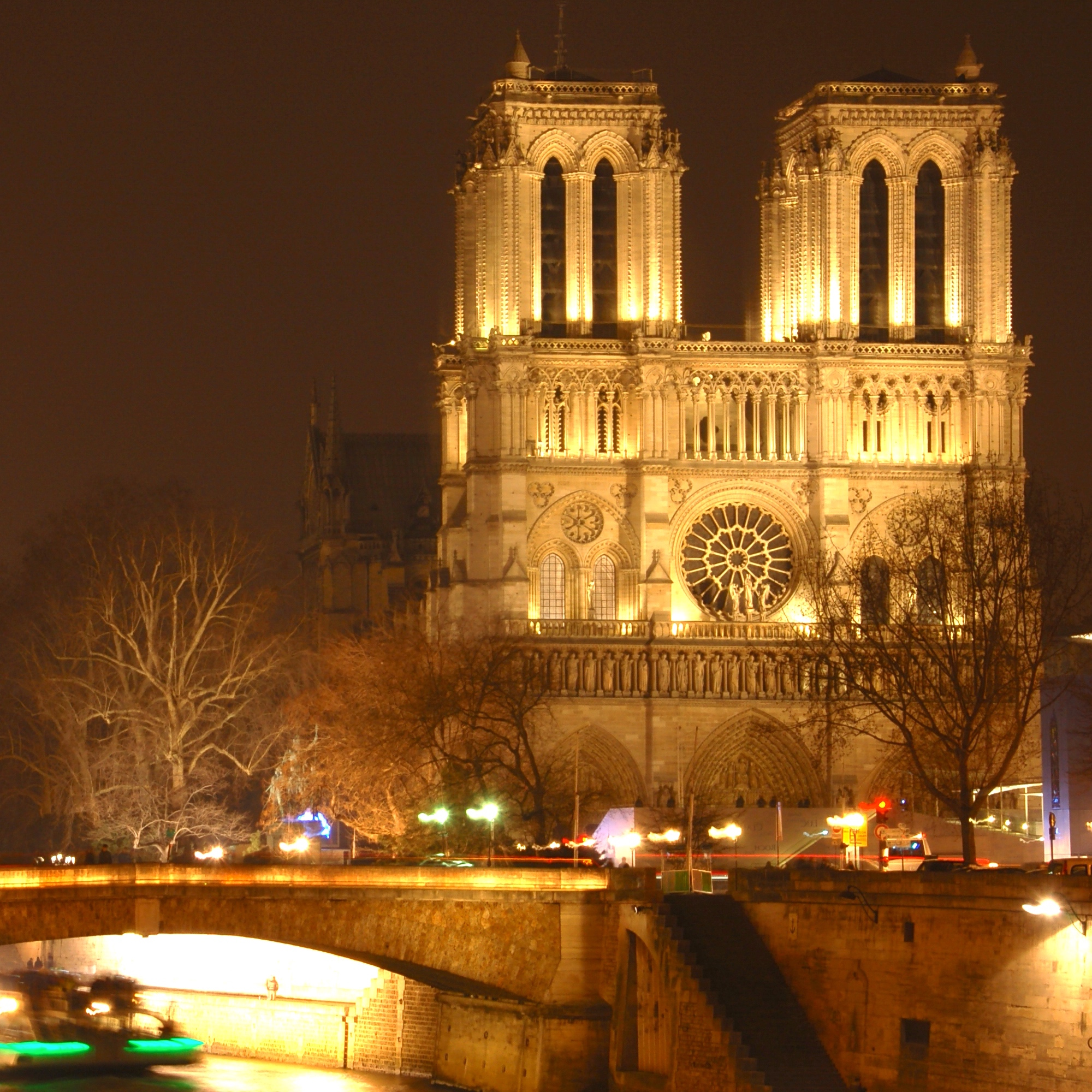 Historical Paris: from Notre Dame to the Latin neighbourhood