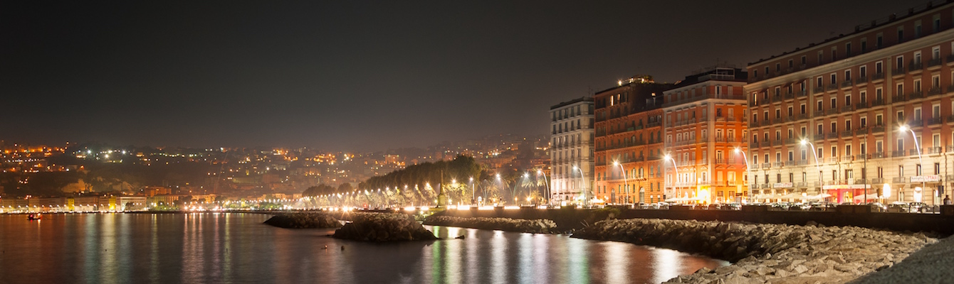 el Lungomare de Nápoles
